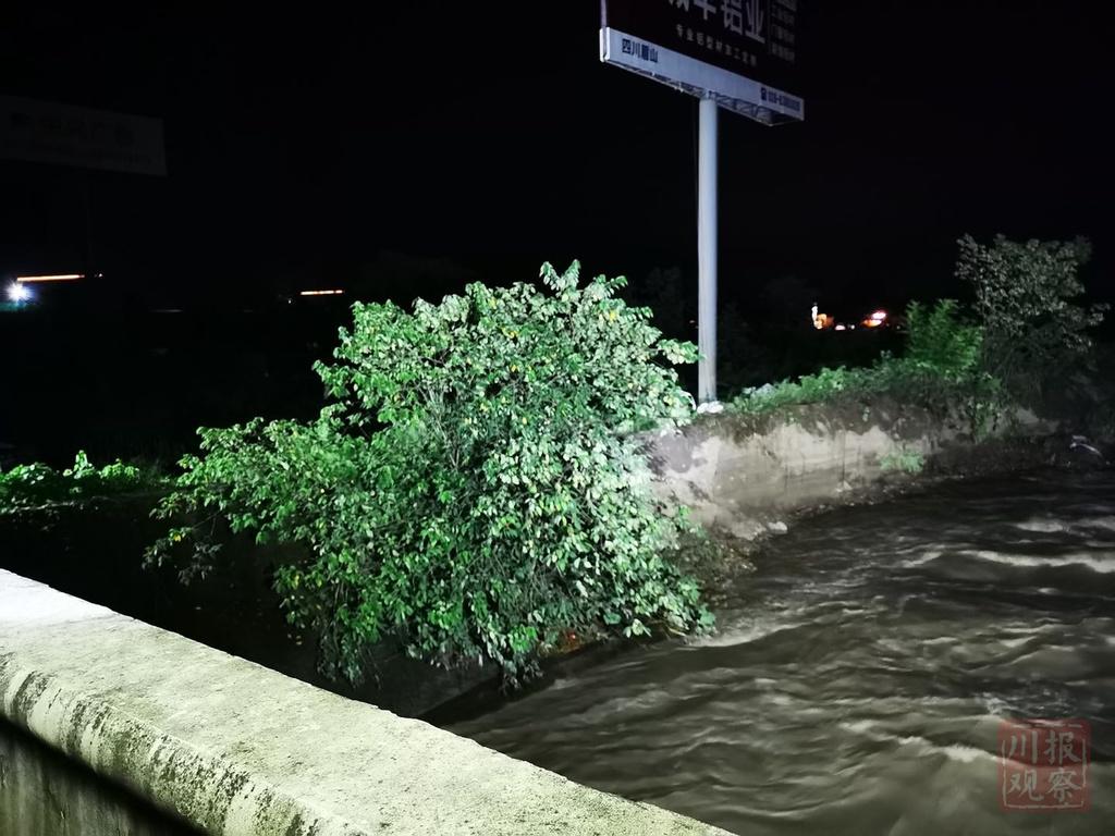 注意!成绵高速青白江大桥出现险情,目前全线收费站紧急管制