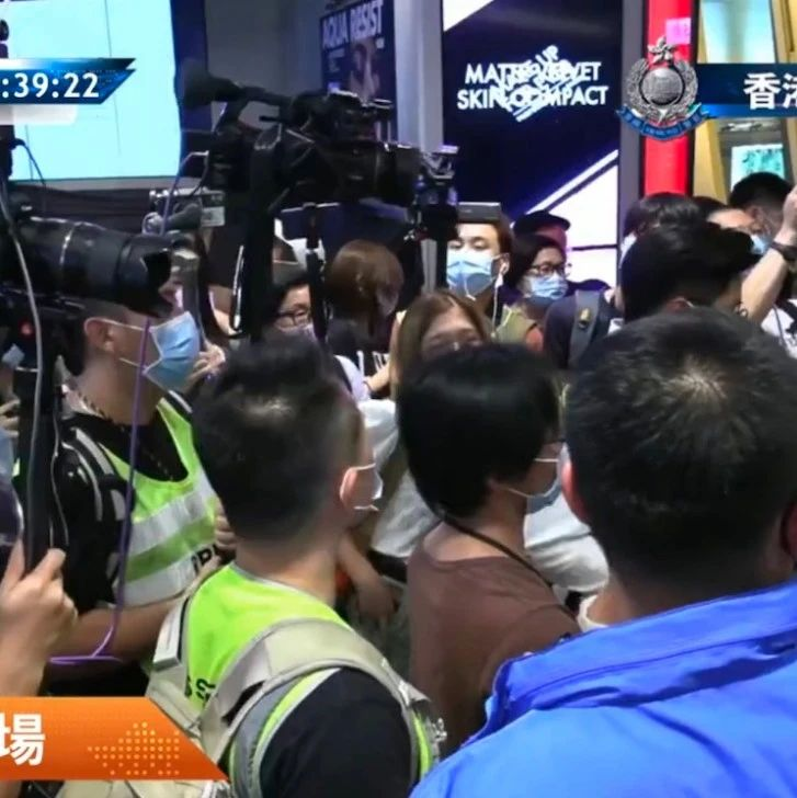 """香港警方昨晚票控40人,发现15岁""""童工记者"""""""