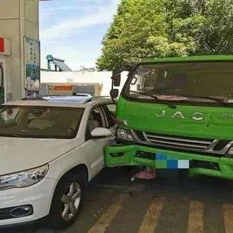 【992 | 社会】车出事故后20多个修理厂打电话揽生意,交警调查!