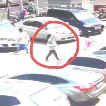 """濮阳一女士丢失价值4万元""""金疙瘩"""",急寻视频中小伙,你认识他吗?"""