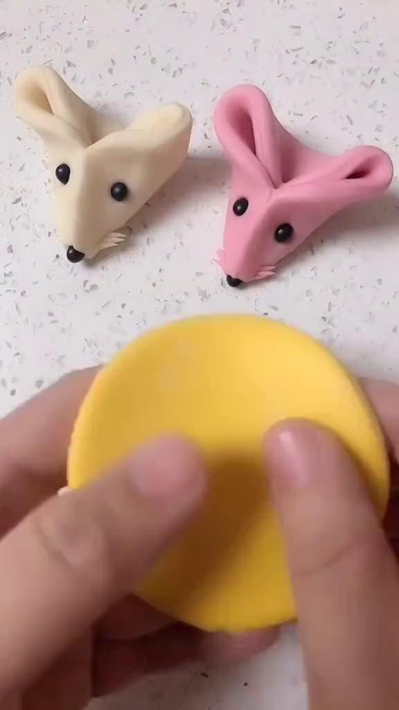 家庭版小老鼠馒头来咯,你学会了嘛!动动小手做起来吧!