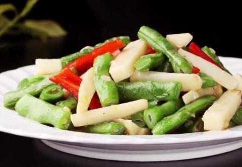 美食看点:可乐烧虾,手撕茄子,青椒牛肉粒,竹笋炒四季豆的做法