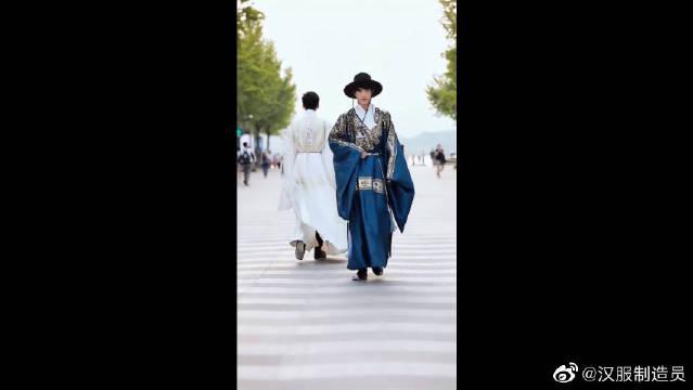 汉服男同袍之间的行礼,这也太帅了吧,真的是很有风度呢