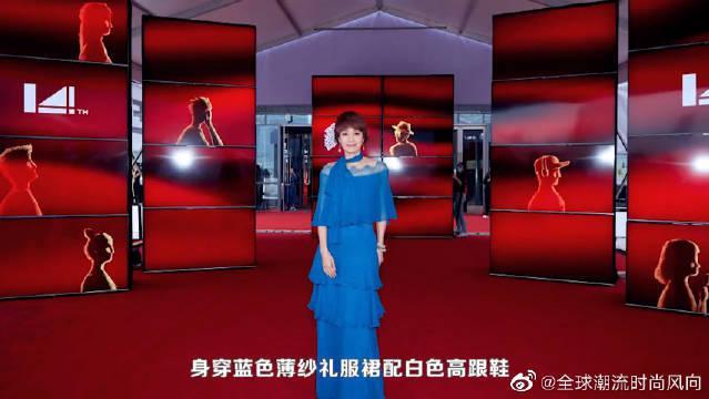 """马伊琍久违的红毯造型,穿""""蓝色""""薄纱裙系条丝巾……"""