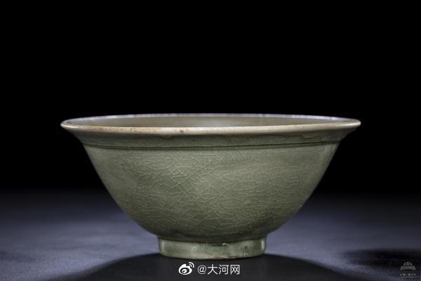 北宋临汝窑青瓷碗