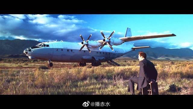 豆瓣高分电影,富豪飞机迫降非洲,一夜之间连飞机都被分解抢走了