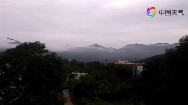延时视频看北京西山雨后云雾