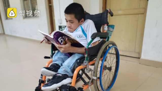脆骨病男孩苦读12年过本科线,妈妈:儿子很聪明,一直陪在他身边