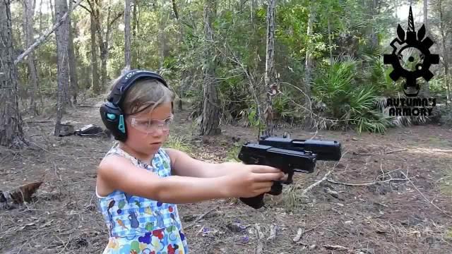 双枪小女孩 7岁