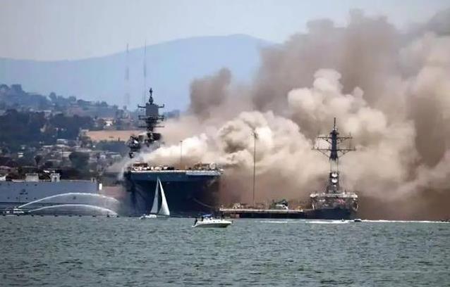 美准航母被一把火烧穿,舰长建议直接报废!印度:别拆,我要