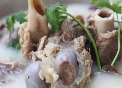 不管炖什么骨头汤,用上这两个技巧,保准炖出白色的骨头汤