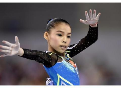 她曾是体操前队长,如今24岁长着一张娃娃脸,身高仅有1米5
