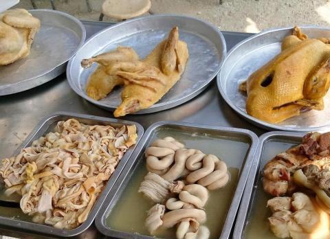湛江遂溪白粥熟食小店,白斩鸡鸭猪杂,粤西风味尽显