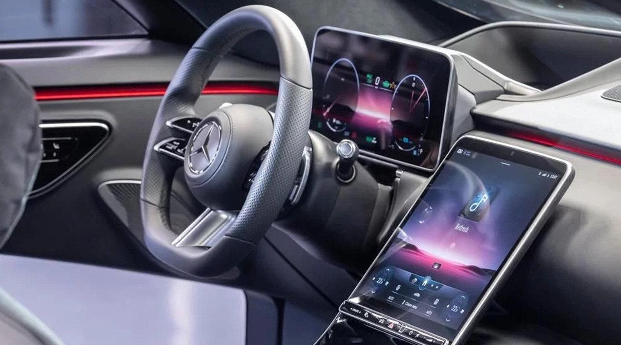 视频:梅赛德斯-奔驰全新一代S级内饰发布……