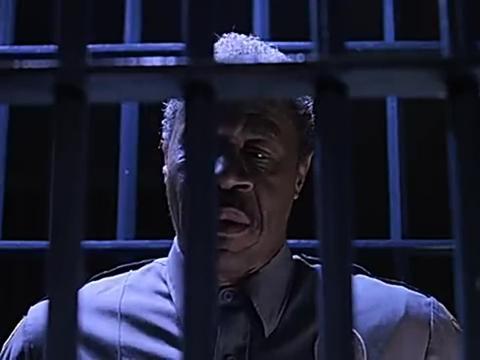 犯人要被行刑,他最后要了一个蛋糕,不过他却没吃
