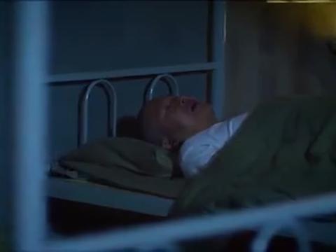 犯人作梦儿子出事了,没想到孩子真的拉肚子了,结果还弄脱臼了