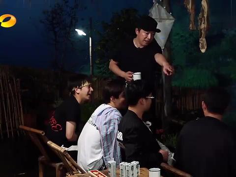 马苏黄圣依都属于黄渤师姐,刘亦菲跟黄渤,竟然是同班同学!
