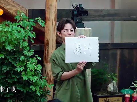 彭昱畅表演太投入,表演啥都像大猩猩,何炅:你入戏太深了!