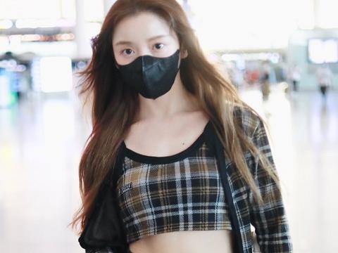 姜贞羽这是给腰充值了?当她穿上短装后,不火真的太可惜了