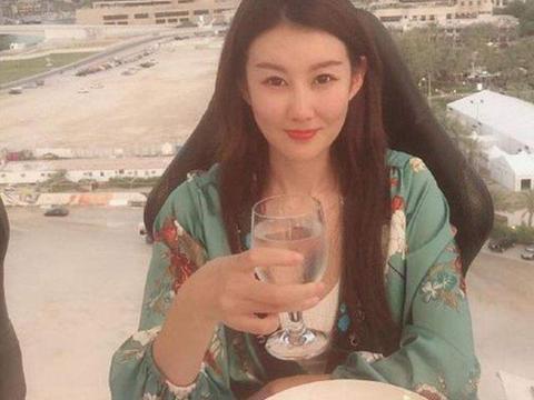 冯清王宝强再次曝光,外国名牌大学配草根明星,合适吗?