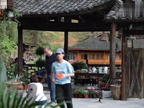向往3:张子枫忙前忙后,助力蘑菇屋鸭笼SOHO竣工,惊呆张继科!