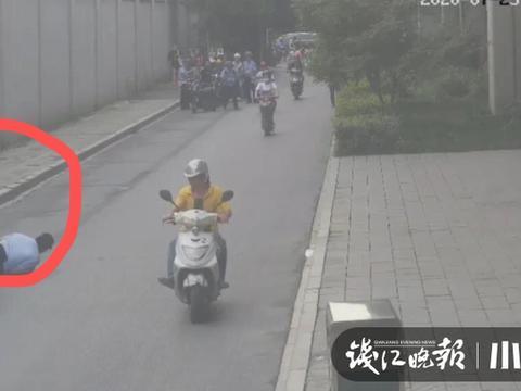 闯红灯被交警拦下 电动车车主竟拖拽协警逃逸