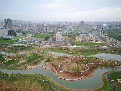汝州建成境内第一所大学,占地面积达2000余亩,已通过教育部备案