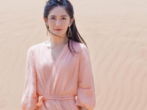"""谢娜原来也能这么""""仙女""""范,穿藕粉色的连衣裙,秒变气质女神"""