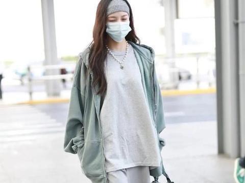 25岁宋妍霏穿衣有深意,一身绿暗讽前任张一山,200元外套太亲民