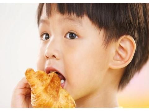 孩子吃饭像台风过境?带娃吃饭不想毁灭式的效果,需要有些技巧
