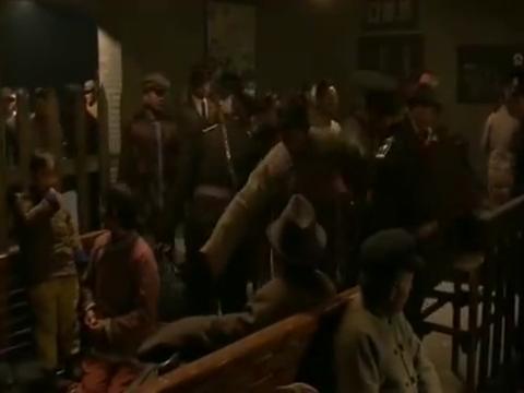 铁道游击队:鲁汉,王强,小坡,林忠上火车检票各有各的方式