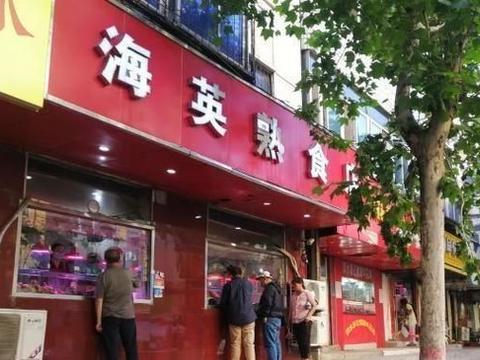 这家熟食店在交通道路上经营了30年,是温州人所有的