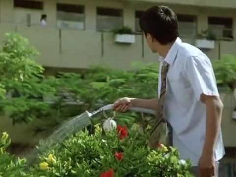 百变星君:星爷拿花洒浇水,学生发现新天地,把他整惨了!