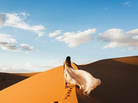 沙漠人像照怎么构图取景?9张照片2种构图,助你拍惊艳沙漠大片