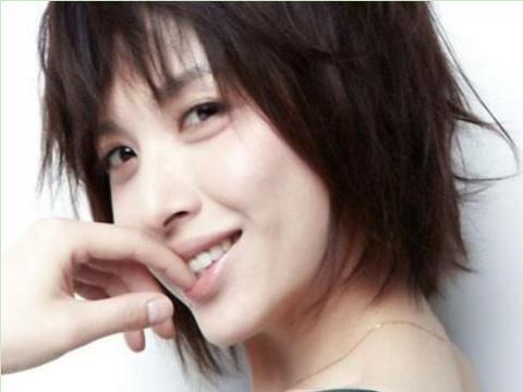 靳东娶了二婚的李佳,网友不解:她为何甘愿做家庭主妇?