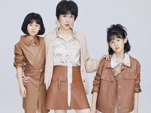 鲍蕾携两女儿拍摄亲子装,全是大长腿,贝儿亭亭玉立显小淑女气质