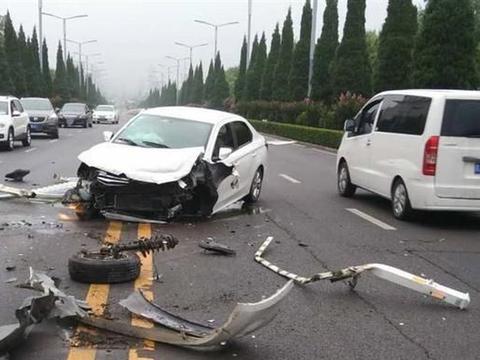 遇到交通事故后,依次拨打以下四个电话,一旦困惑