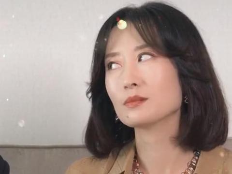 宋佳刘敏涛合照,当同框看向镜头,才知马尾与长披发哪个最减龄