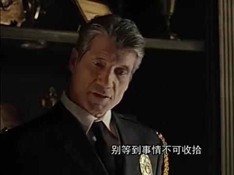 艾琳告诉父亲科维斯没有杀死劳伦,杀劳伦的人是警察
