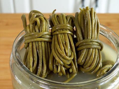淘米水腌酸豆角:传统老方法腌制3天就能吃,又酸又脆不易坏
