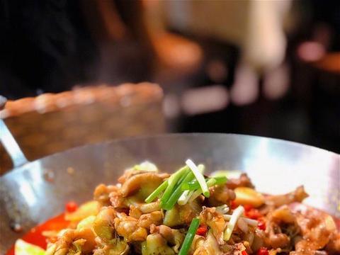 湖南菜里你最喜欢的是什么?剁椒鱼头和小炒黄牛肉,烧烤,蒸菜