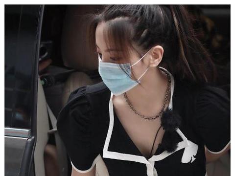 杨超越录《中餐厅》因穿的太美,被网友吐槽你是来参加选美的?