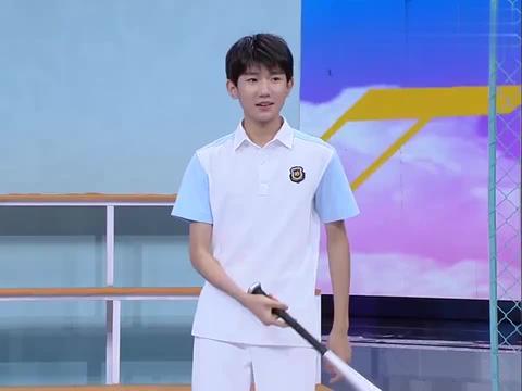 快乐大本营:王俊凯打棒球,动作标准,网友看后拍手叫好