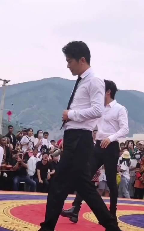 🟢辛巴李治廷助农同台演唱《发光时代》