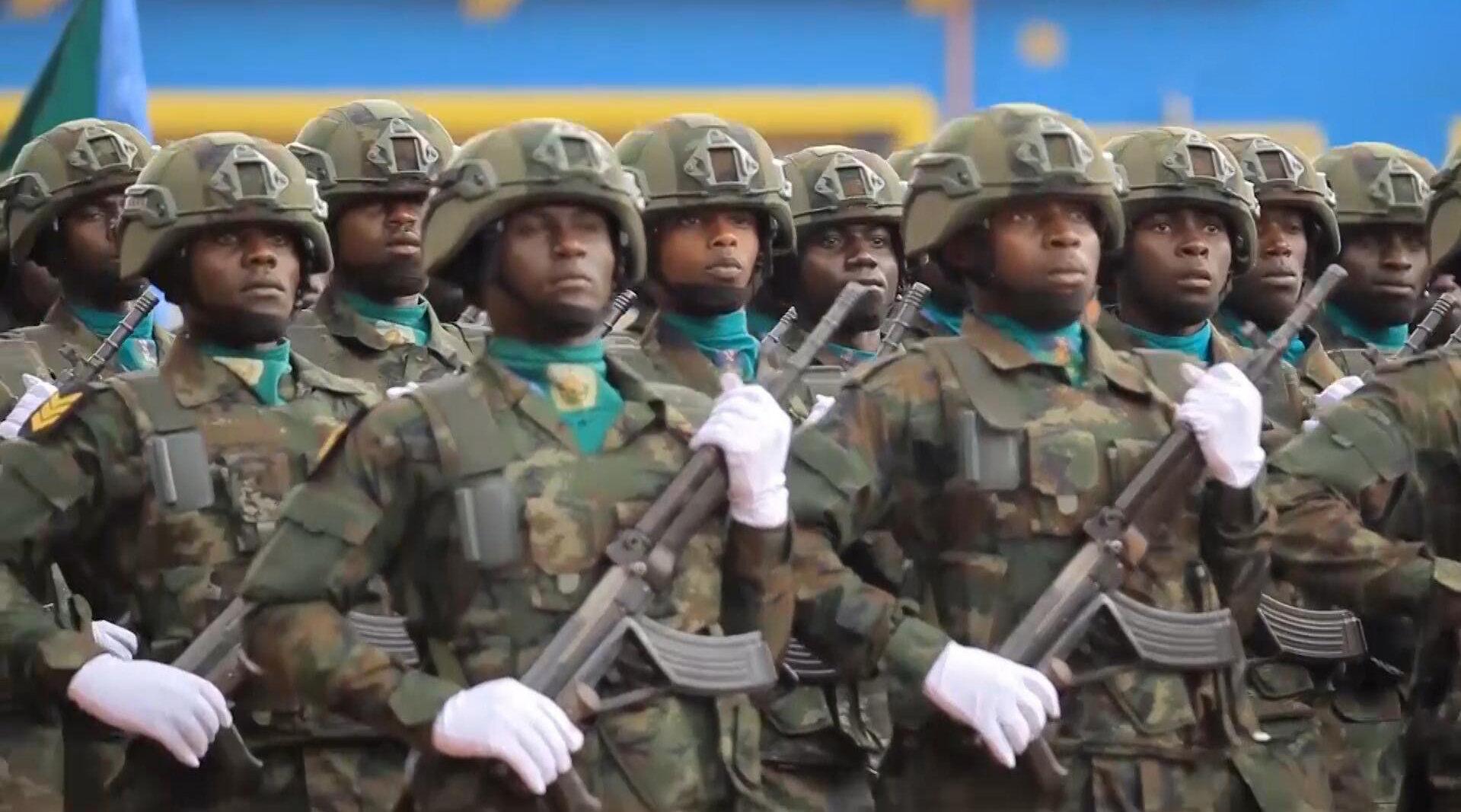中国装备、中式正步、中文口号,卢旺达的这场阅兵让全场沸腾!