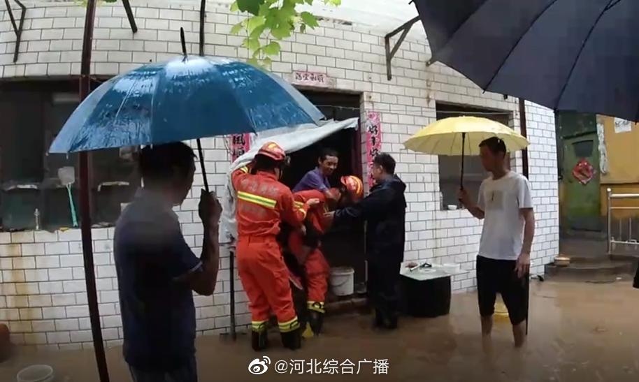 邯郸强降雨致各县市区积水严重 消防迅速救援