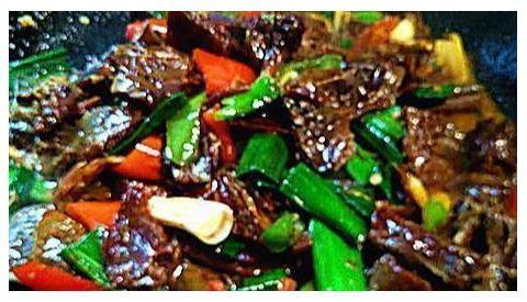 美食精选:酱烧猪蹄、香酥糯米鸭、椒香酱鸭条、剁椒蒸芋头