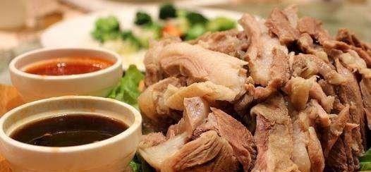 """绥德的羊肉面馆有40里店,有美味的肉脚汤和正宗""""揪面片"""""""