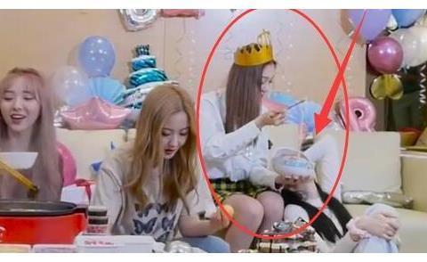 难怪说自律的人没朋友,硬糖少女围着吃火锅,有谁留意到陈卓璇?