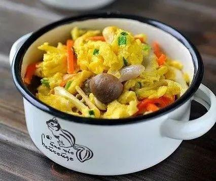 美食精选:鲜菌菇滑蛋、苦瓜牛肉、英式奶茶、火腿炒鸡蛋